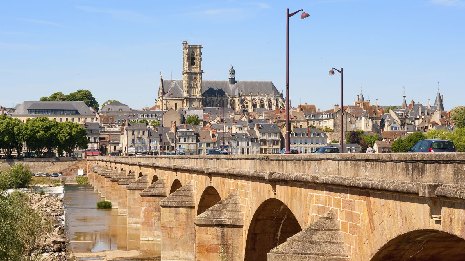 Ville de Nevers et Bords de Loire