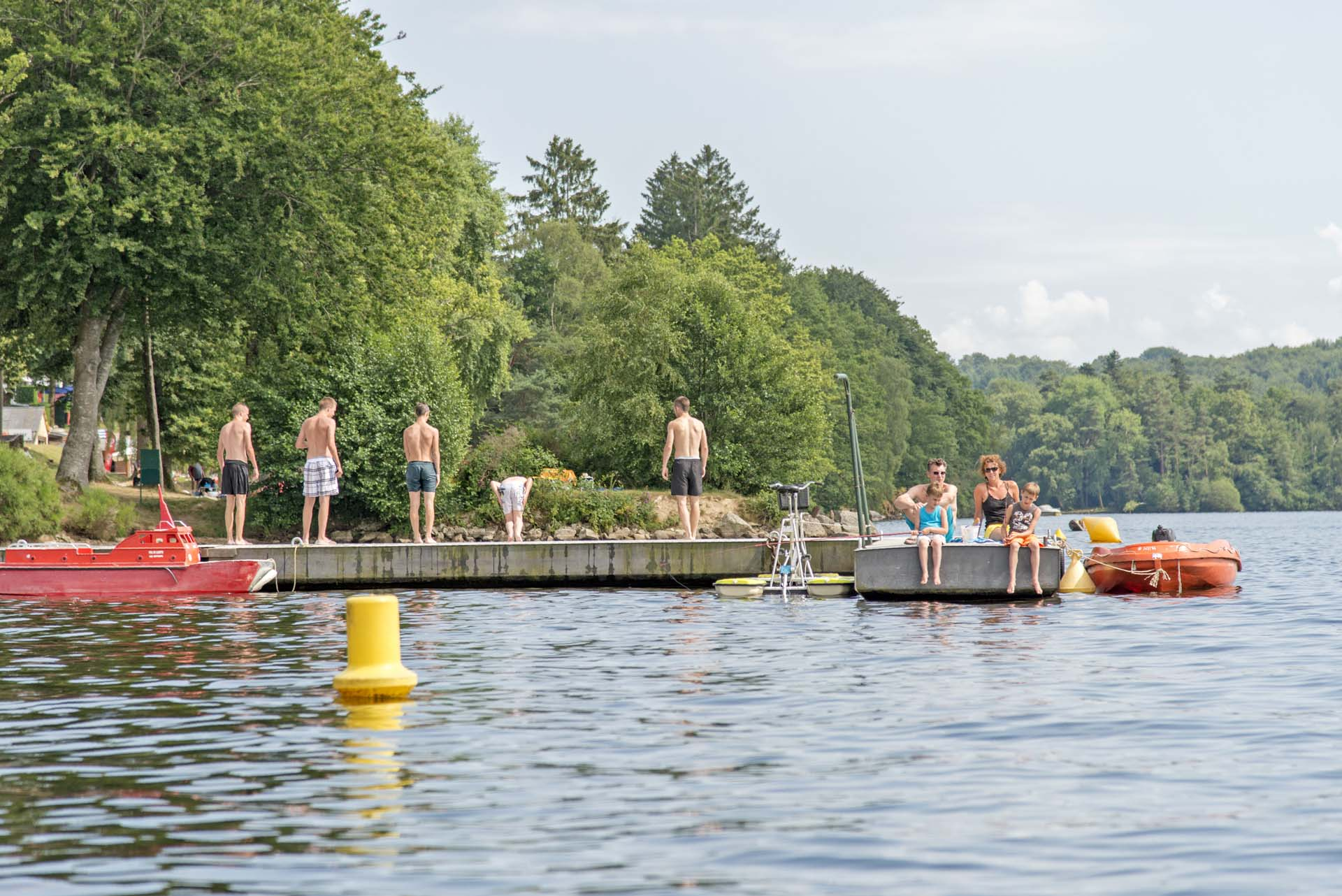 Baignade au lac des Settons