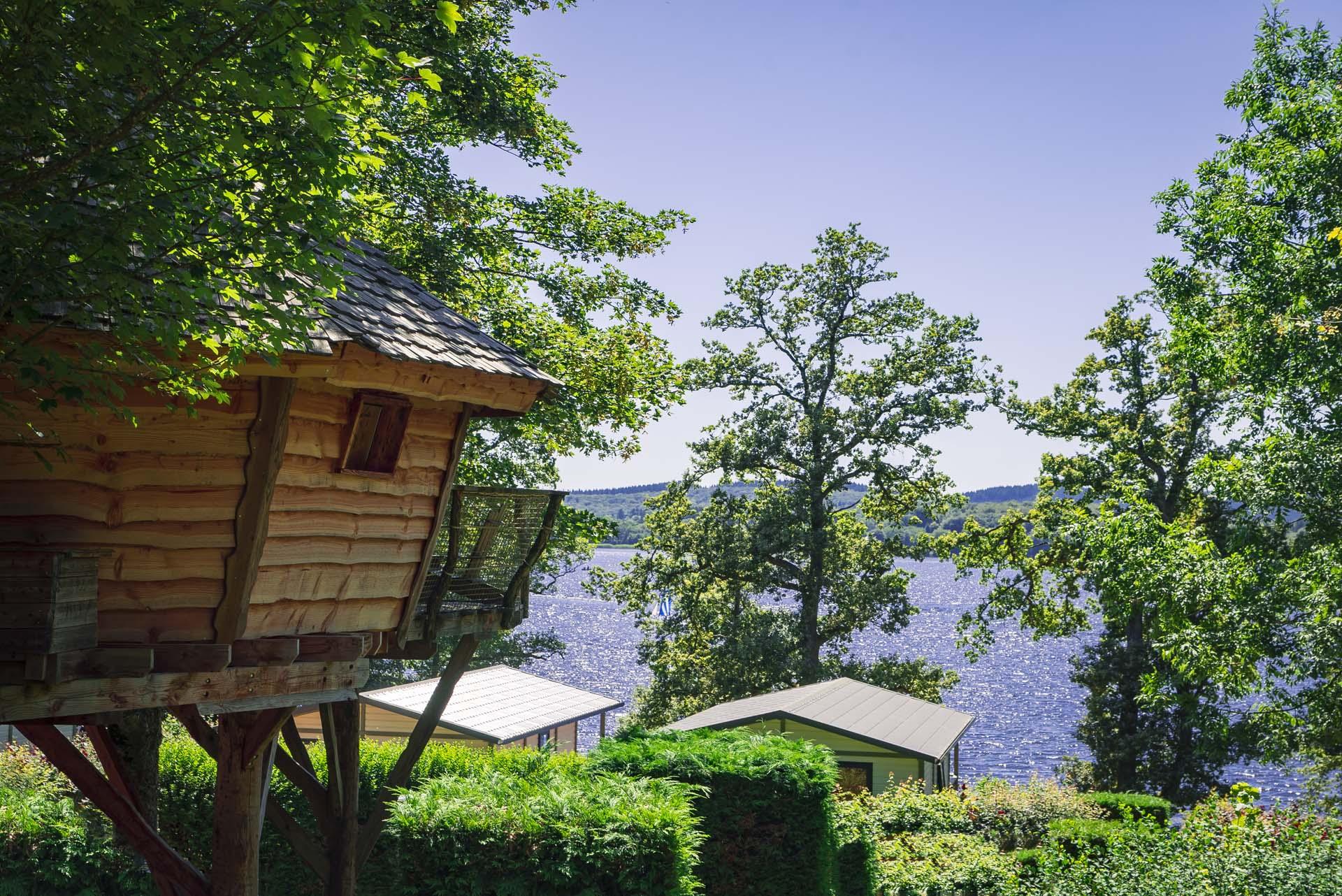 Cabane perchée du camping Plage du Midi au lac des Settons