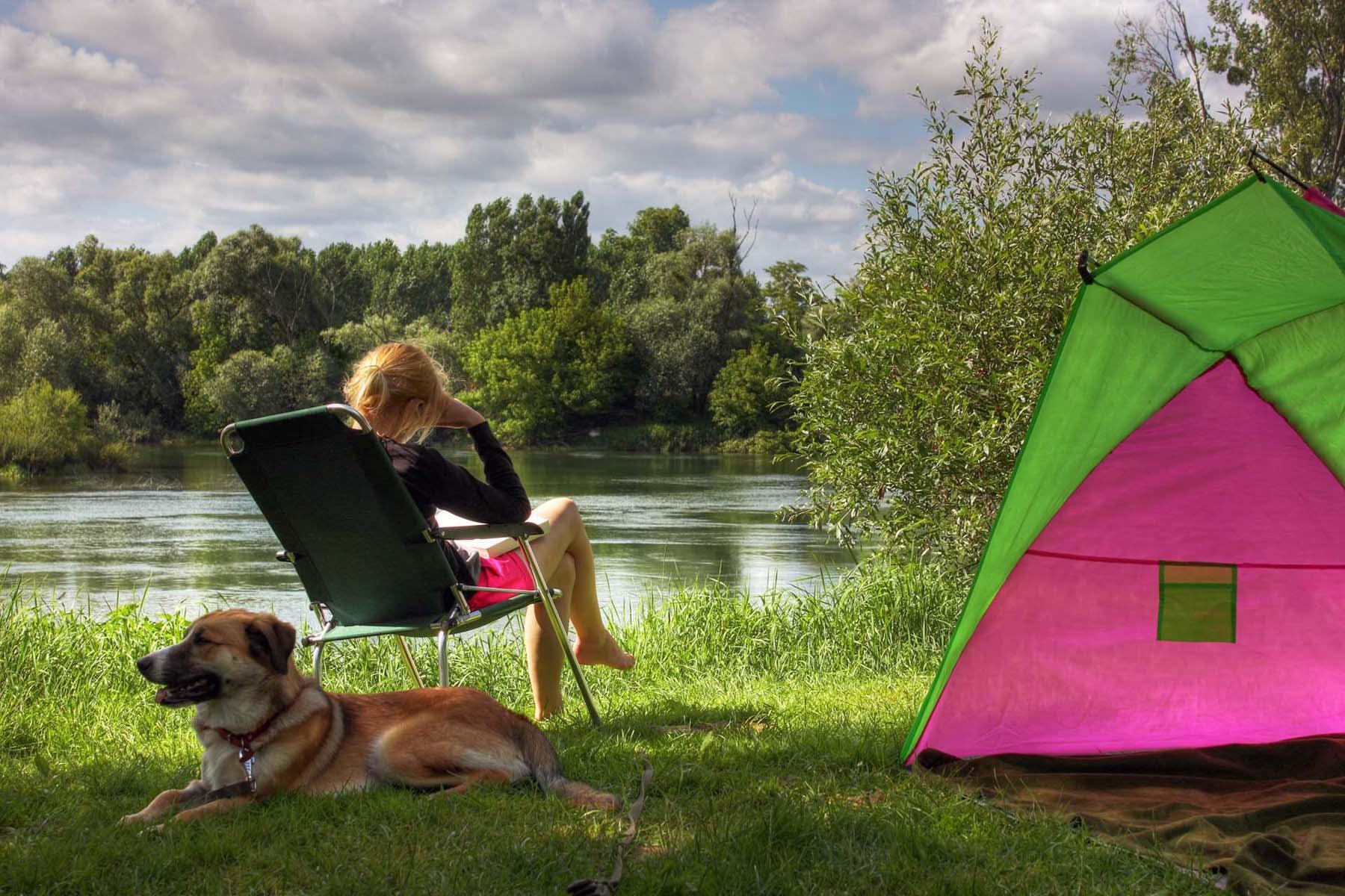 Camping au bord du Doubs en Bourgogne