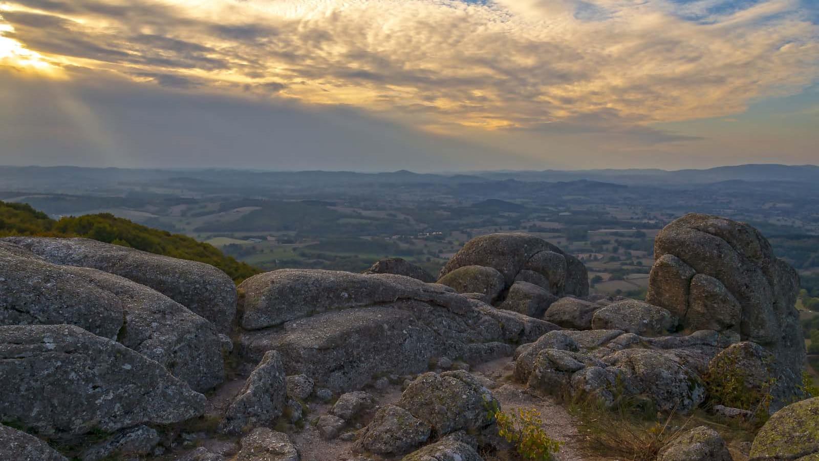 Les rochers du Carnaval au sommet d'Uchon