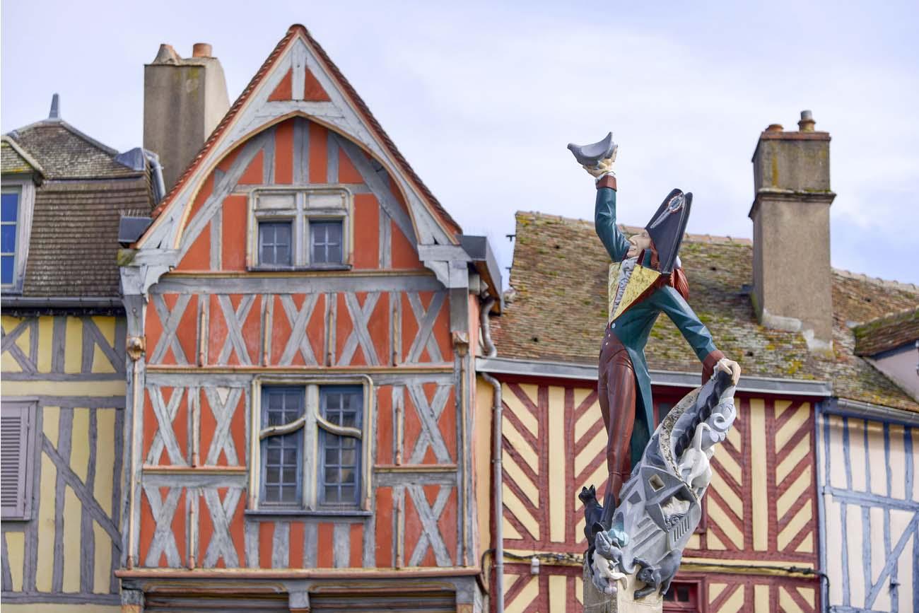 Statue-Cadet-Roussel-Auxerre