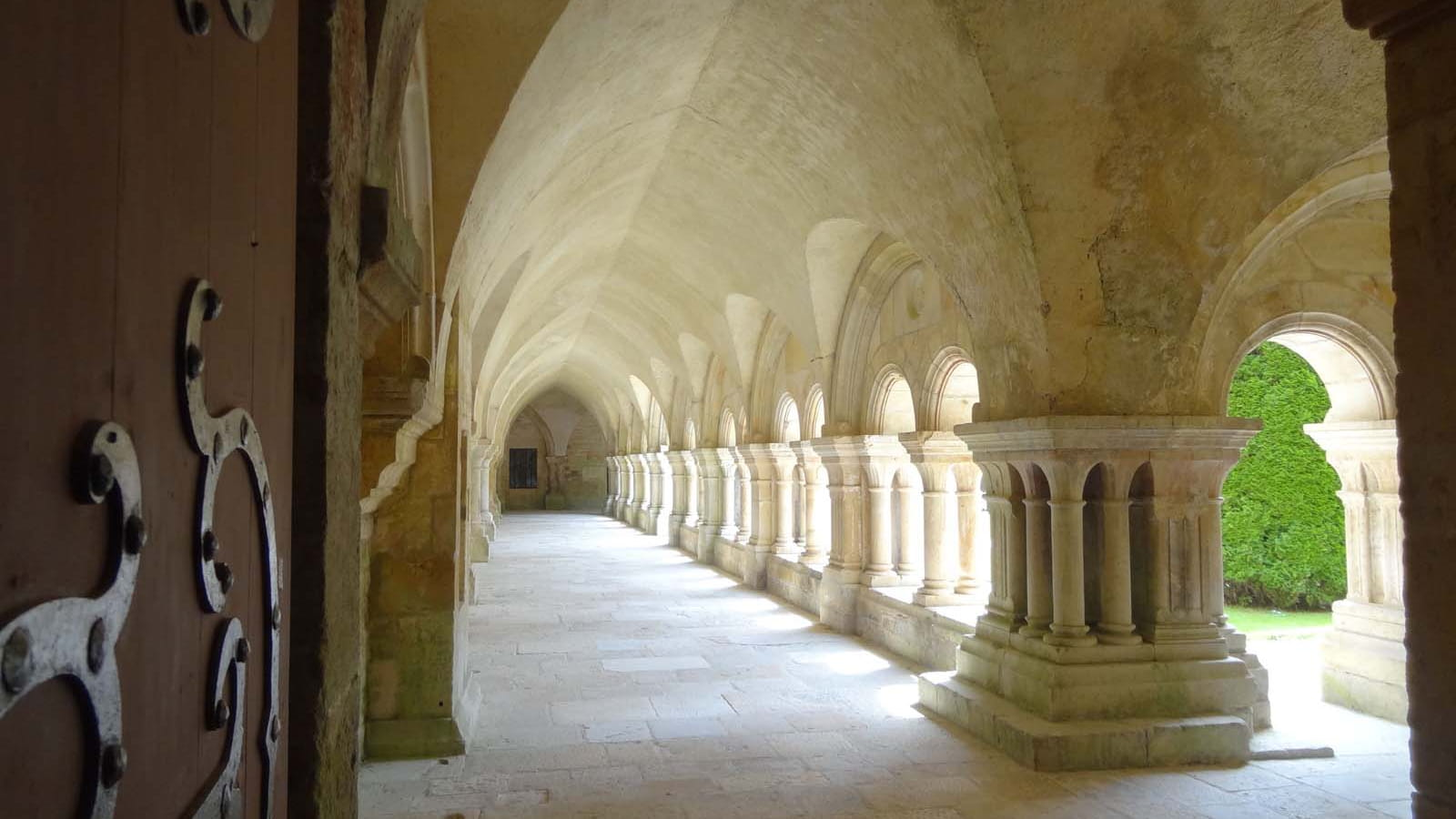 Cloitre de l'abbaye de Fontenay