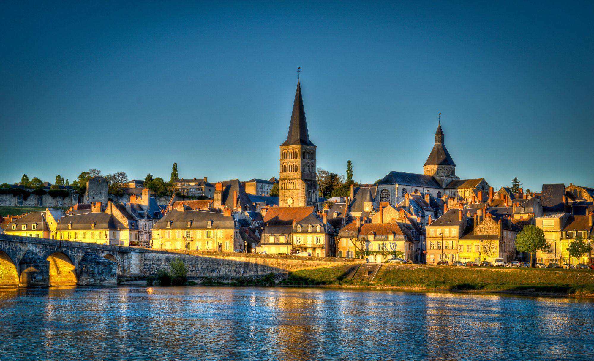 La Charité-sur-Loire depuis la Loire