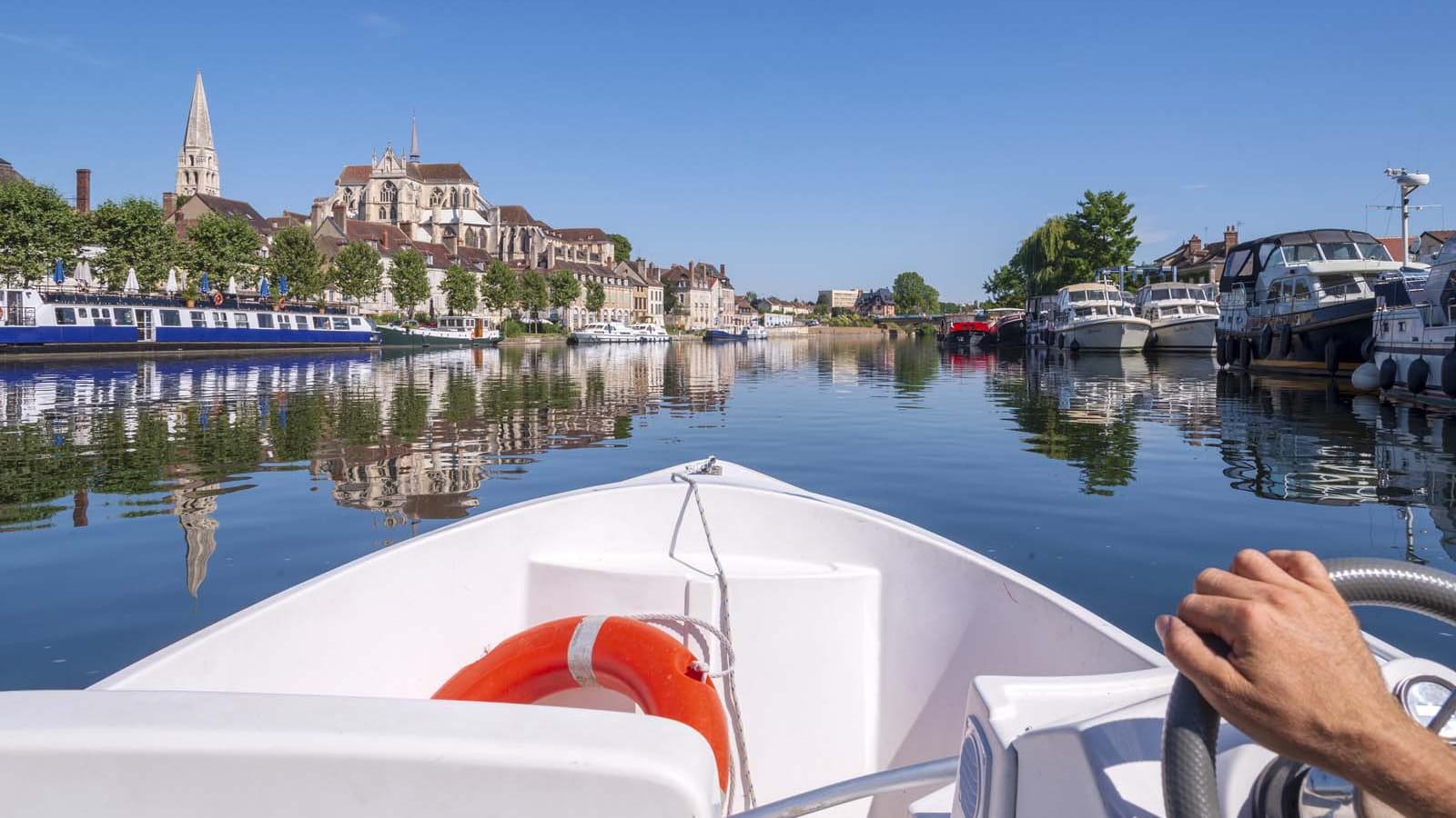 Louer un bateau et naviguer sur l'Yonne