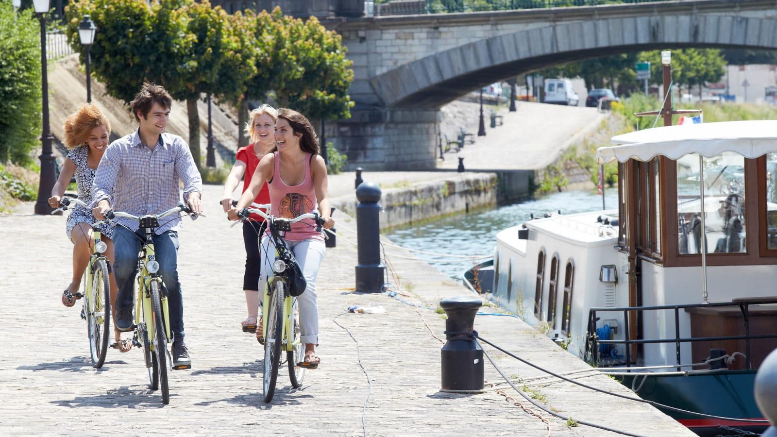 A vélo, au bord de l'Yonne à Sens