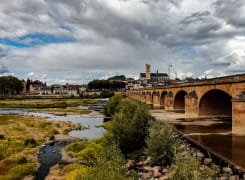 Vue sur Nevers depuis le pont de Loire