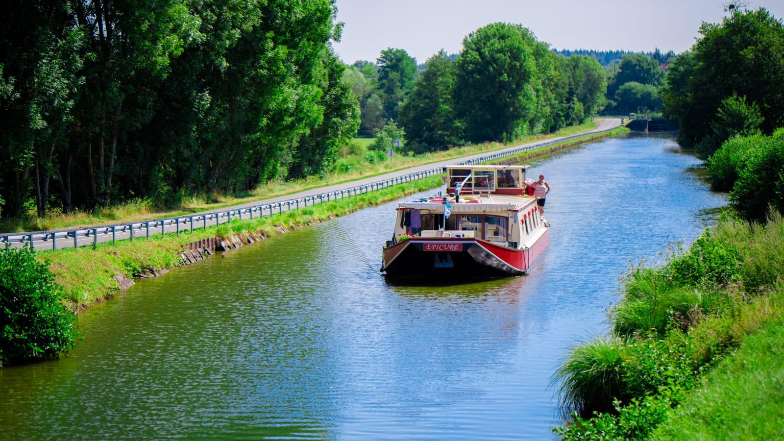 En bateau sur le Canal du Centre