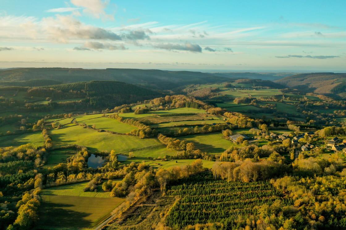 Panorama sur les collines de Bourgogne à l'automne
