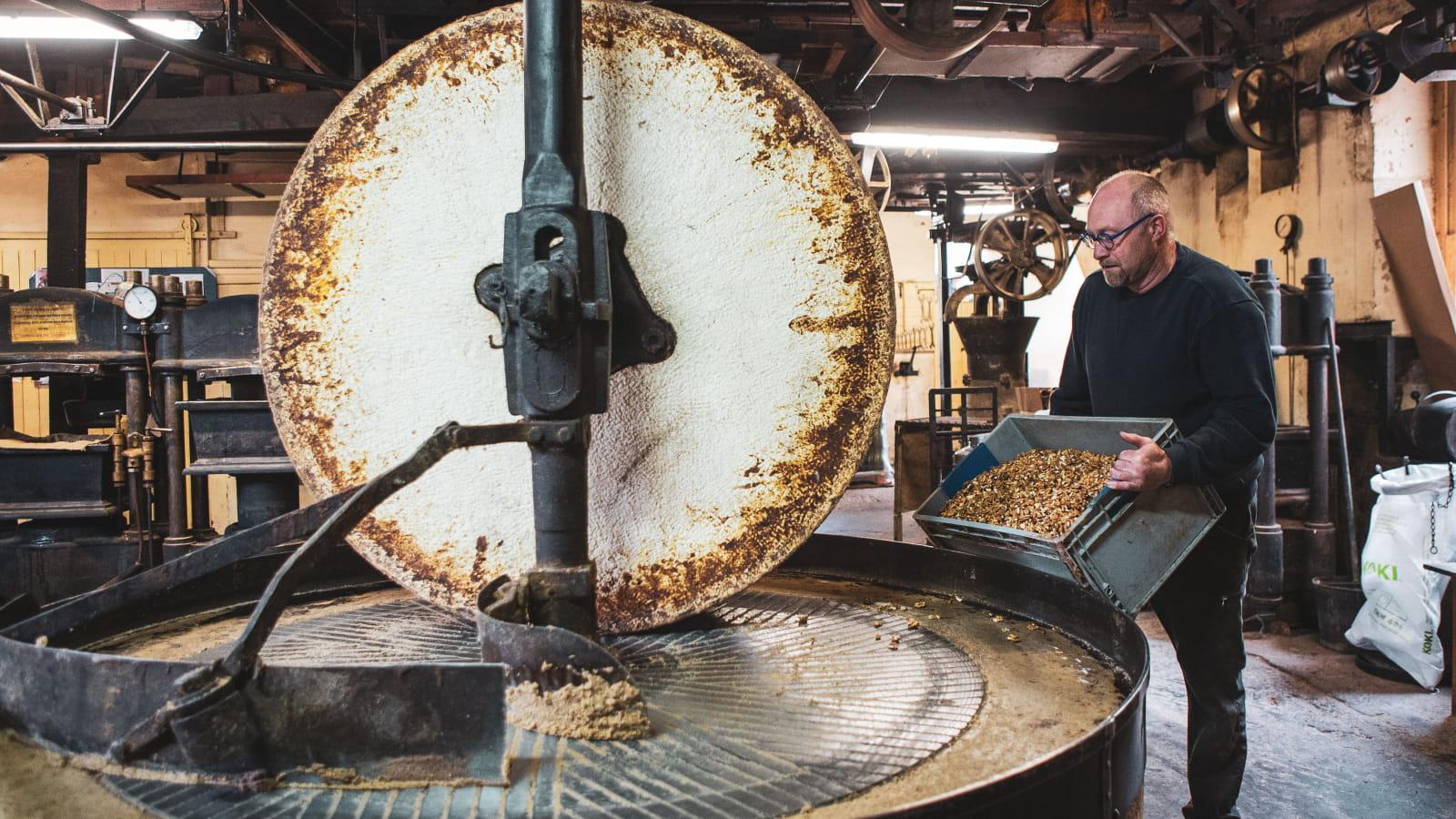 meule pour écraser noix - moulin de l'île
